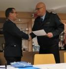 Verleihung Ehrenzeichen des Feuerwehrverbandes Handschlag